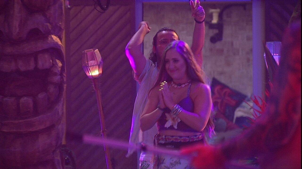 Patrícia e Diego voltam para a Festa Havaí