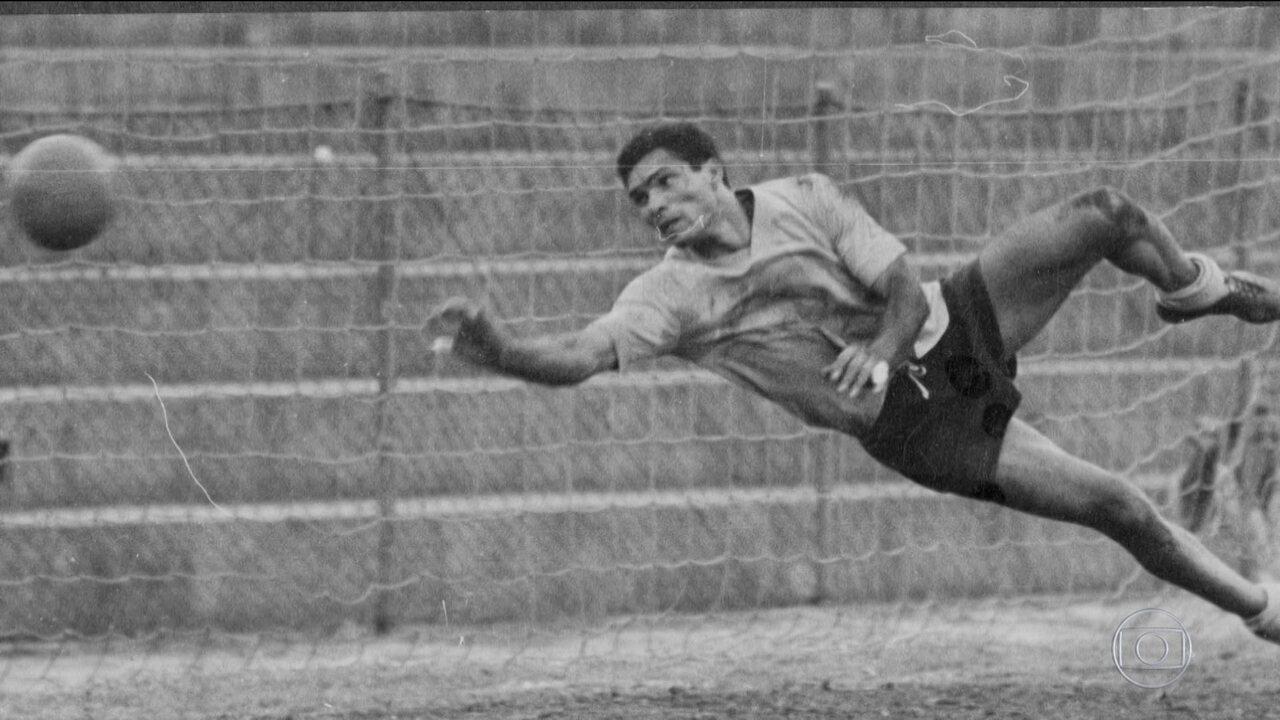 """""""Tempo de Bola"""": conheça a lenda Manga, goleiro da seleção brasileira de 66"""