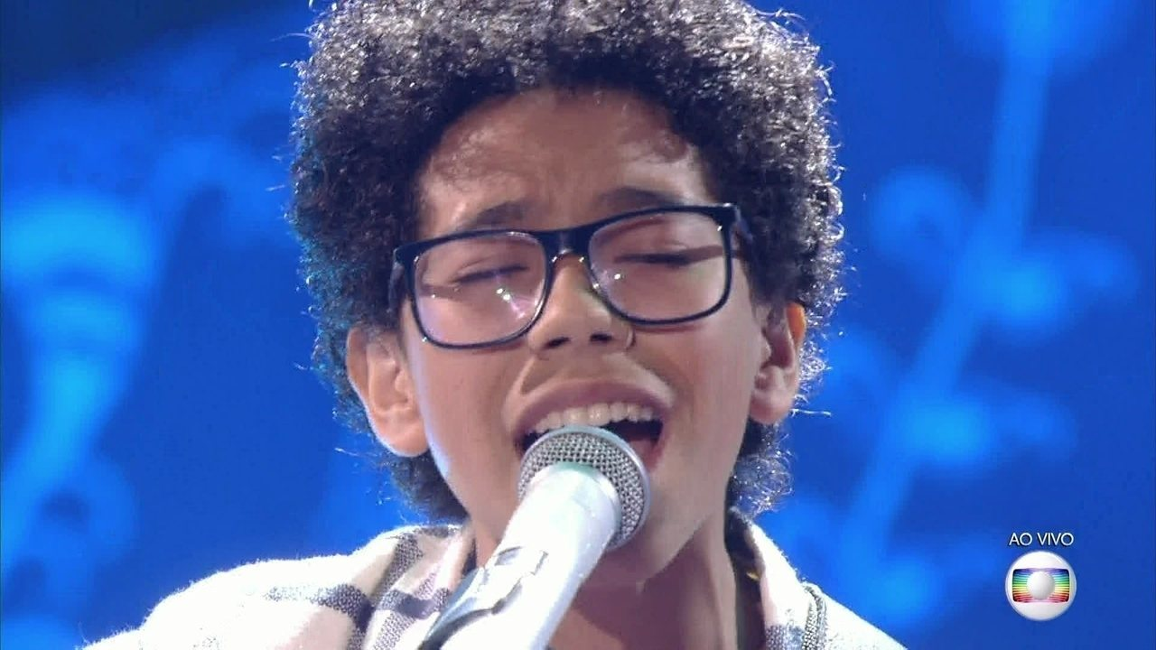 Felipe Machado, cantou 'Como Uma Onda', no show ao vivo do The Voice kids