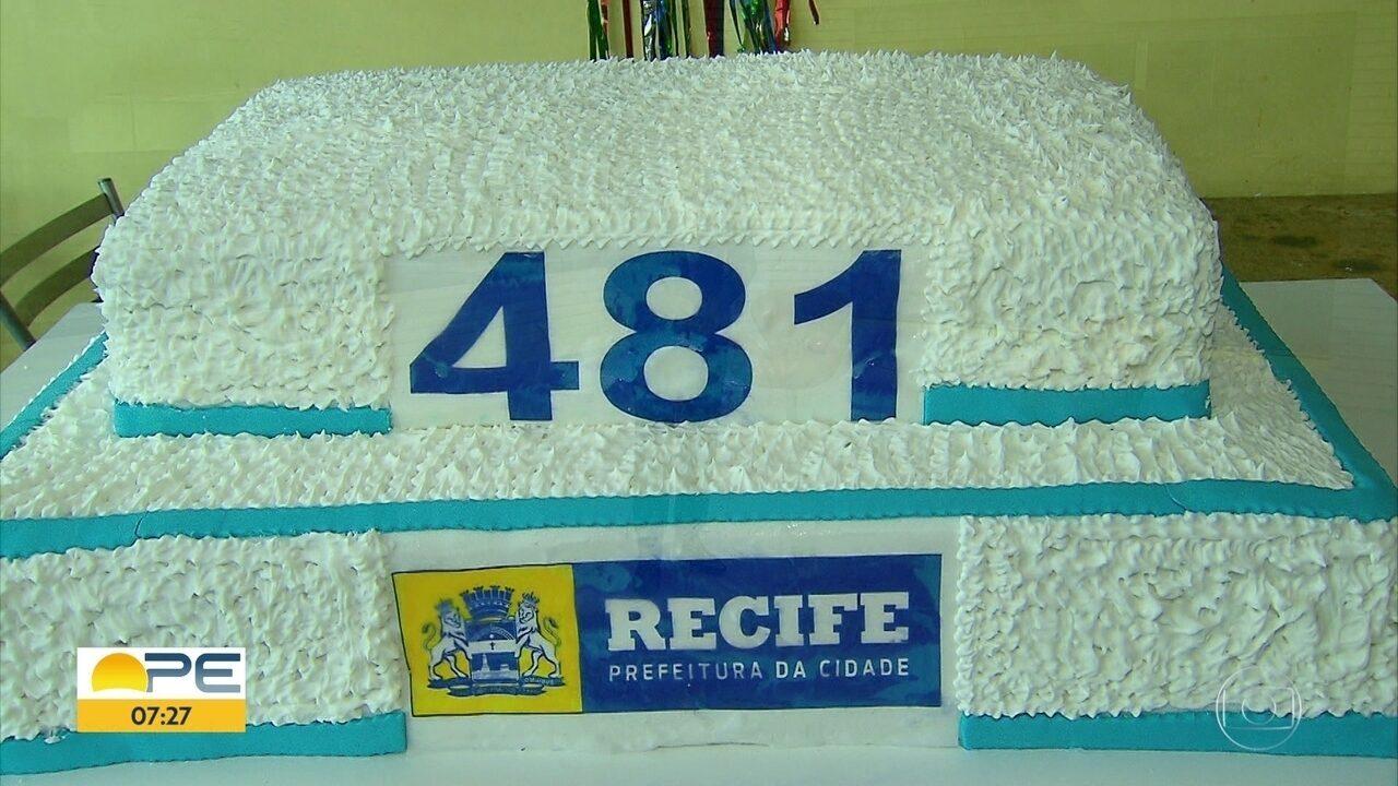 Bolo de aniversário do Recife tem 481 quilos, um para cada ano celebrado