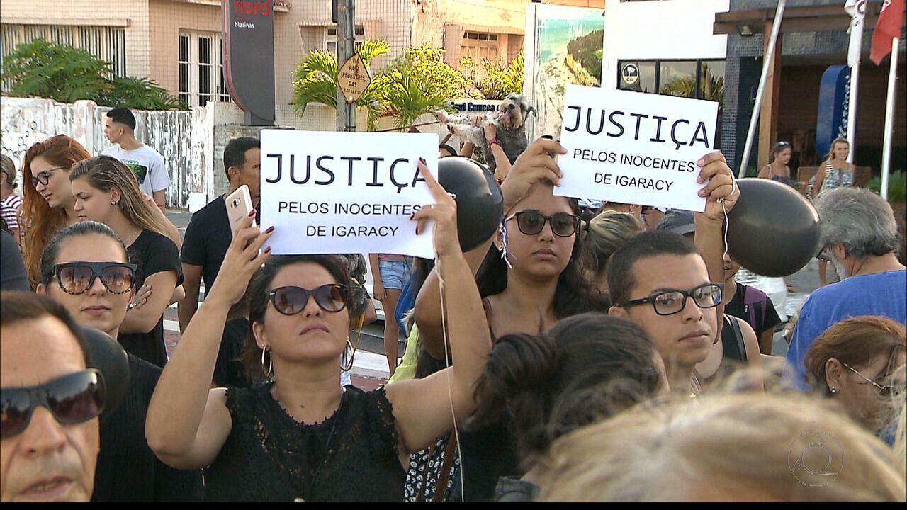 Ativistas realizam protesto em João Pessoa contra morte de cães em Igaracy