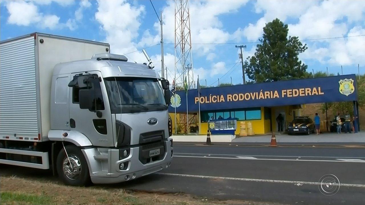 Polícia Rodoviária apreende mais de 12 mil pacotes de fumo sem nota fiscal em Ourinhos