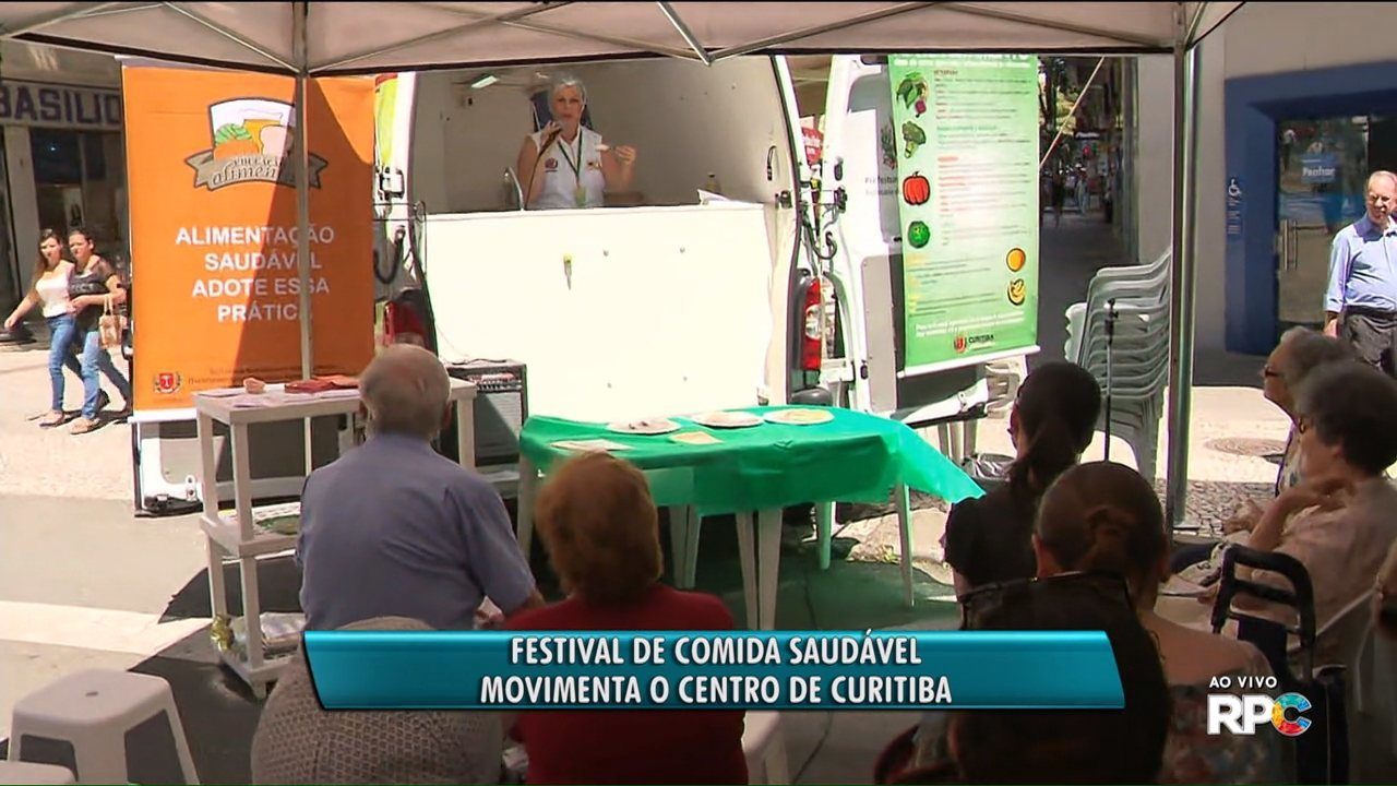 Centro de Curitiba recebe feira de comida saudável