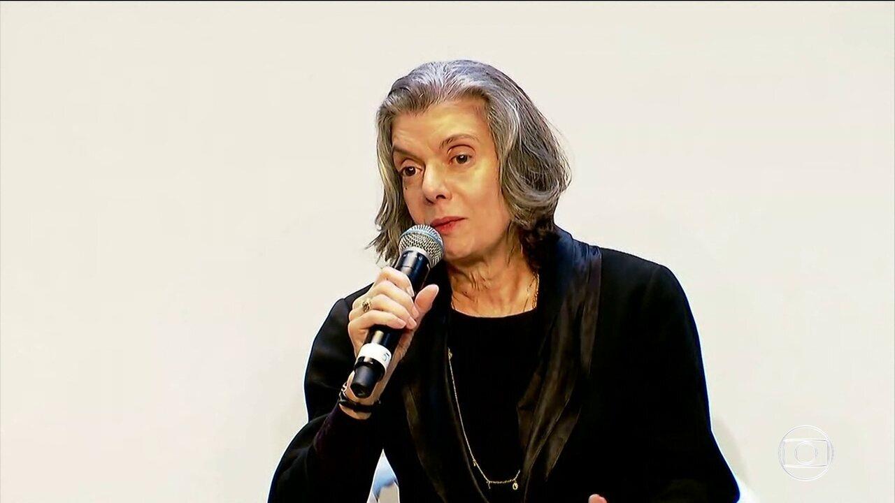 Ministra Cármen Lúcia diz que não se submete à pressão