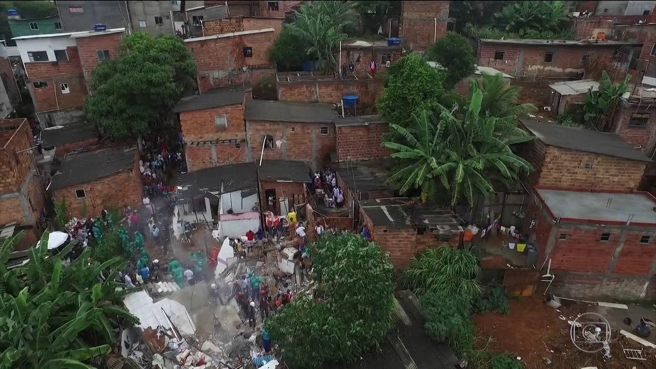 Casa desaba em Salvador e mata 4 pessoas