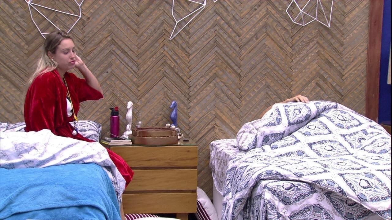 Jéssica acorda Paula: 'Vai fazer o Raio-X'