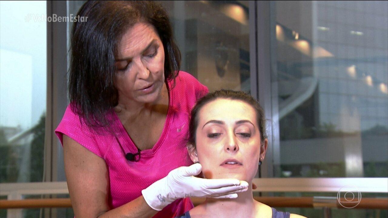 Fisioterapeuta mostra exercícios para quem tem bruxismo