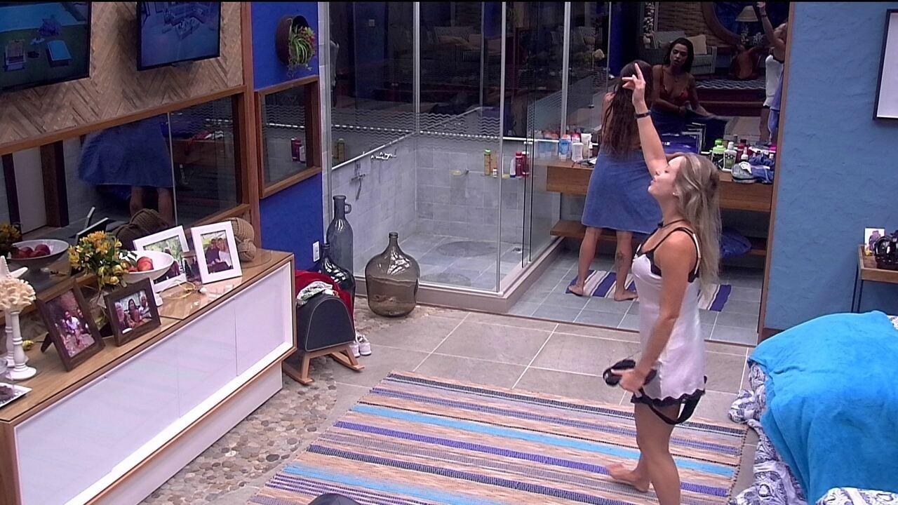 Paula e Jéssica dançam no Bangalô do Líder