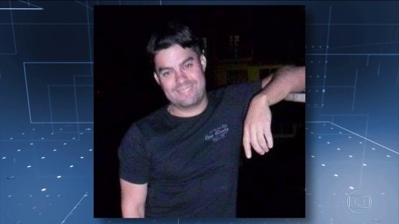 Emoção marca enterro de Anderson Gomes, motorista morto no atentado