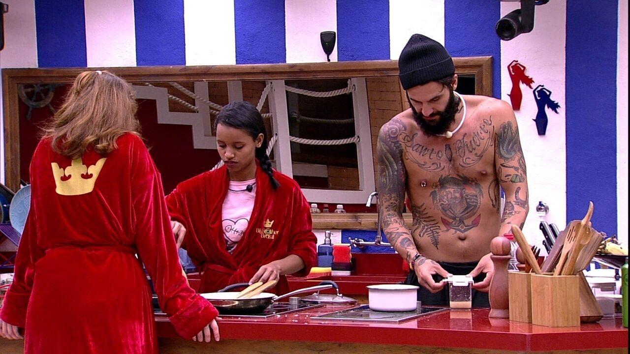 Gleici prepara comida e Ana Clara brinca: 'Só falta ligar o fogão'