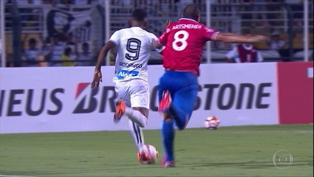 Relembre a vitória do Santos sobre o Nacional, por 3 a 1, no Pacaembu, em 15 de março