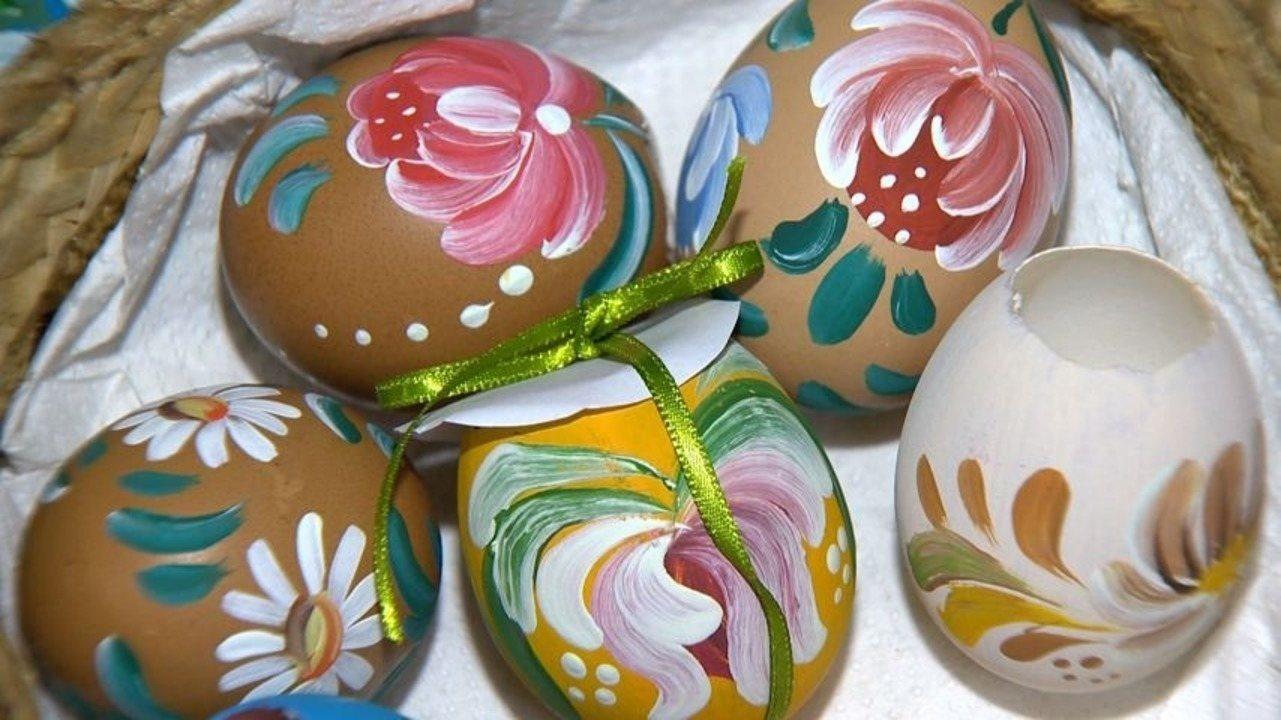 Em Movimento: Ovos de galinha ganham cores em tradição da Páscoa