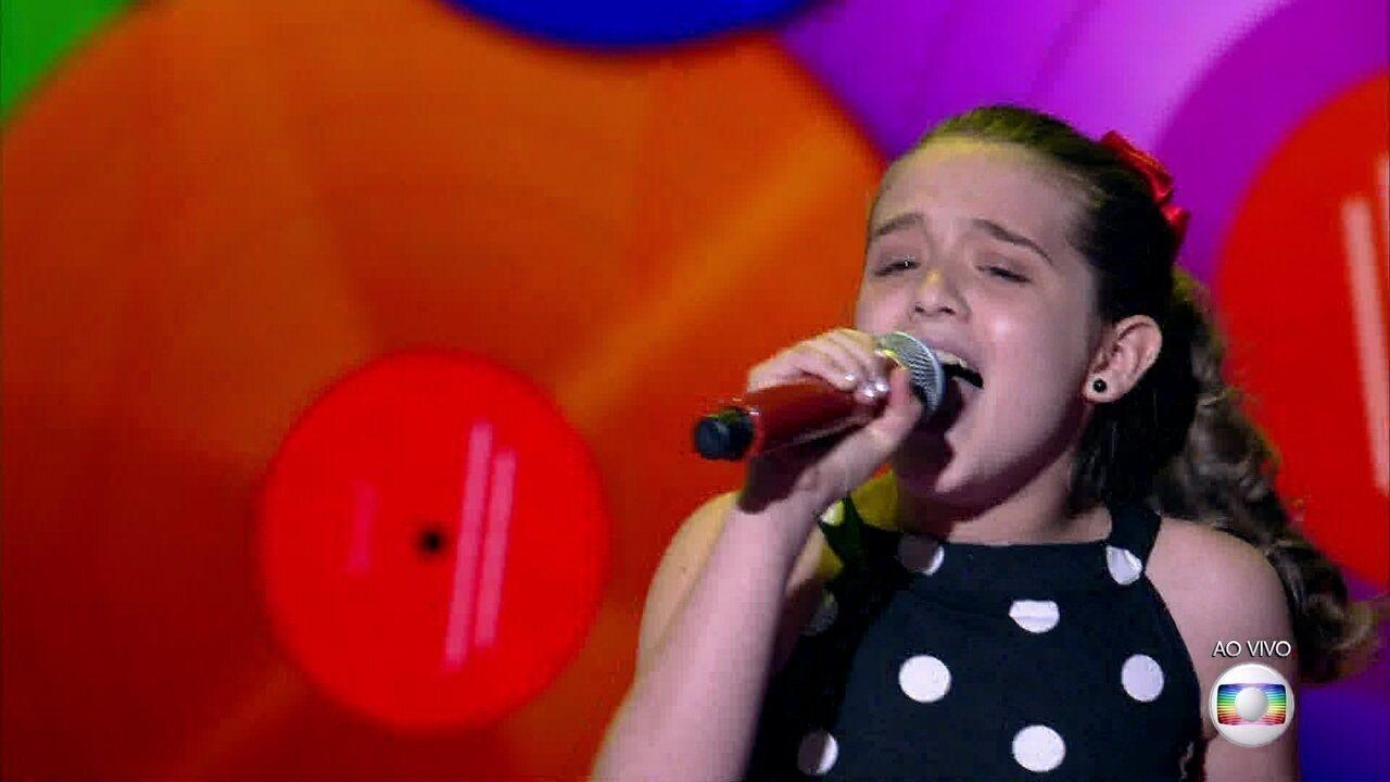 Giovanna Alvarenga canta sucesso do grupo Roupa Nova