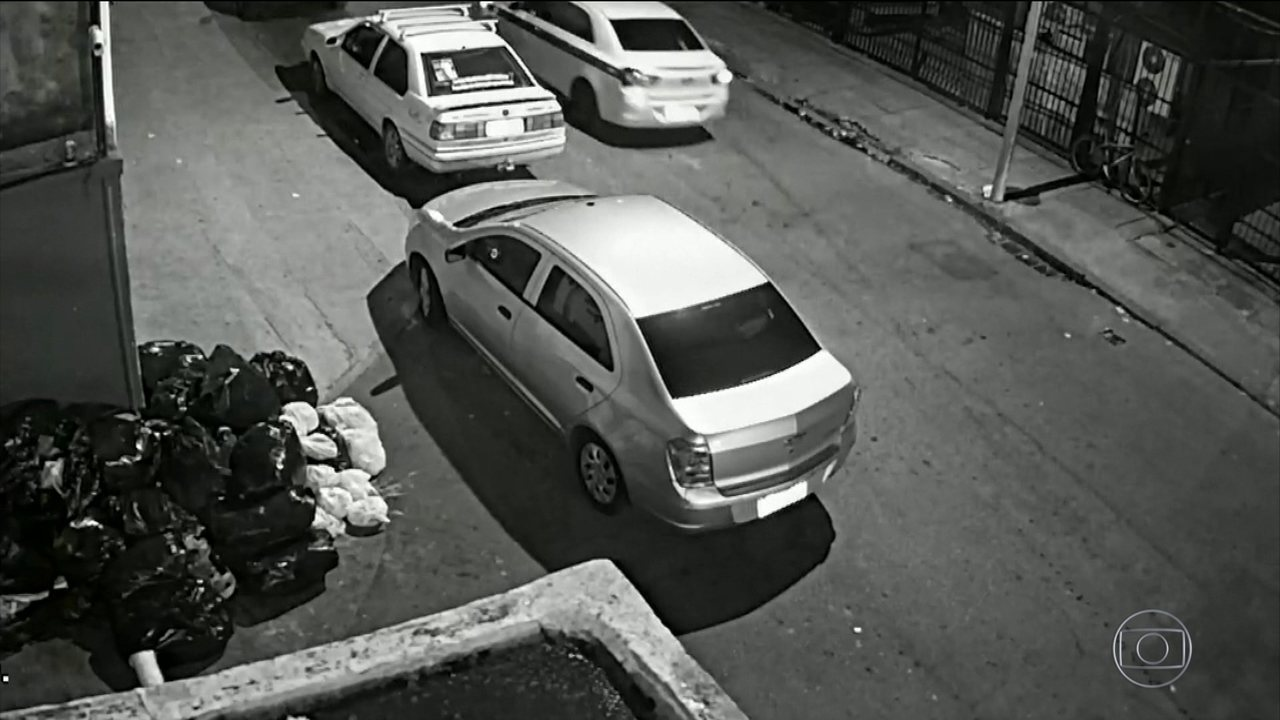 Imagens de câmera de segurança mostram ao menos duas pessoas em carro à espera de Marielle