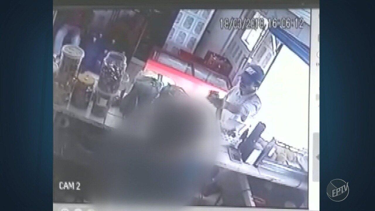 Câmera de segurança mostra assalto em mercado de Vinhedo
