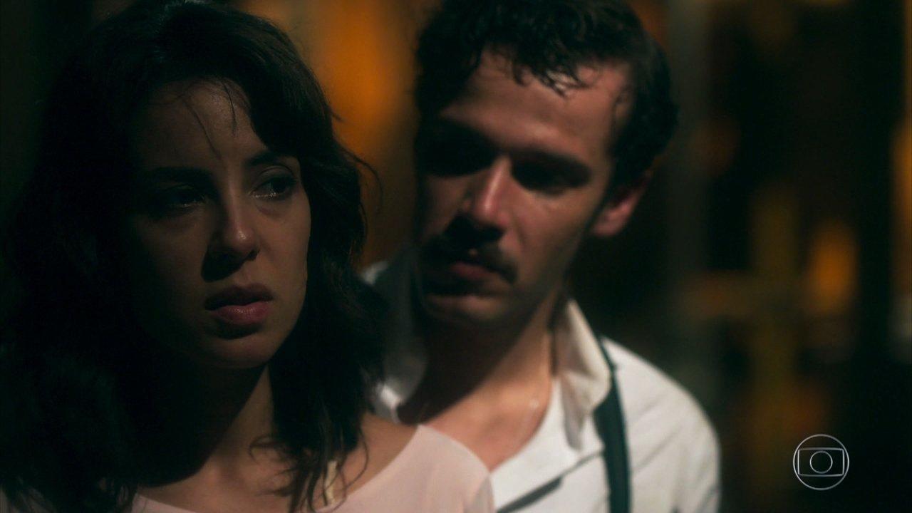 Lucinda e Fernão seguem se escondendo no navio rumo à Europa