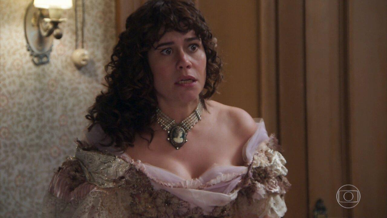 Susana repreende Petúlia e põe a empregada de castigo por ter usado suas joias e sua cama para ter uma noite de amor