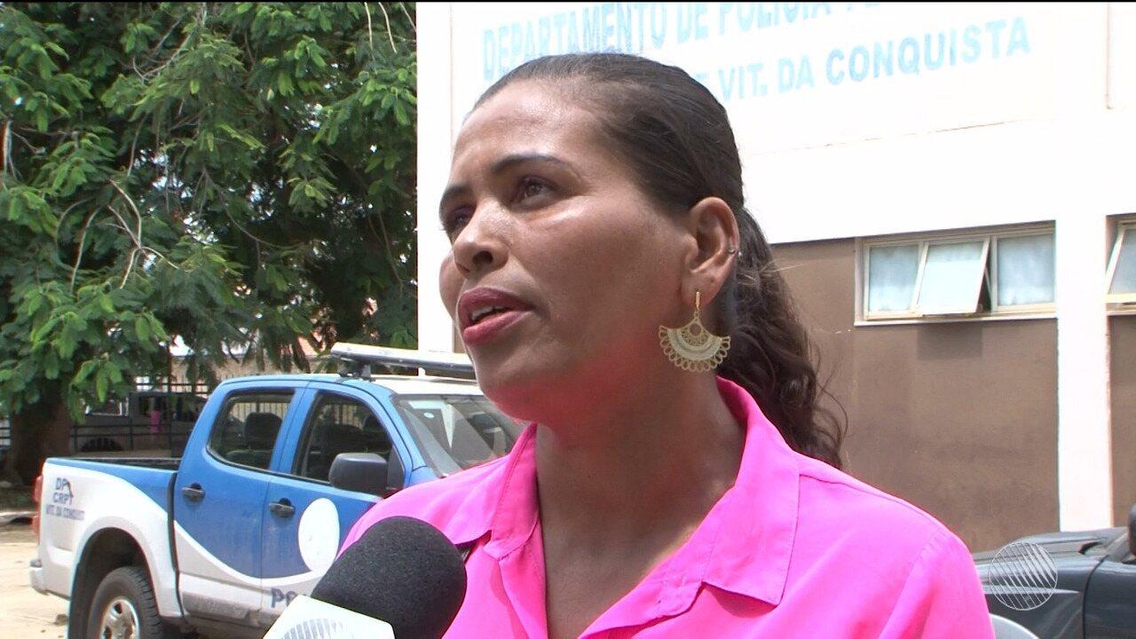 Mãe não consegue enterrar filho há mais de um mês por falta de dinheiro