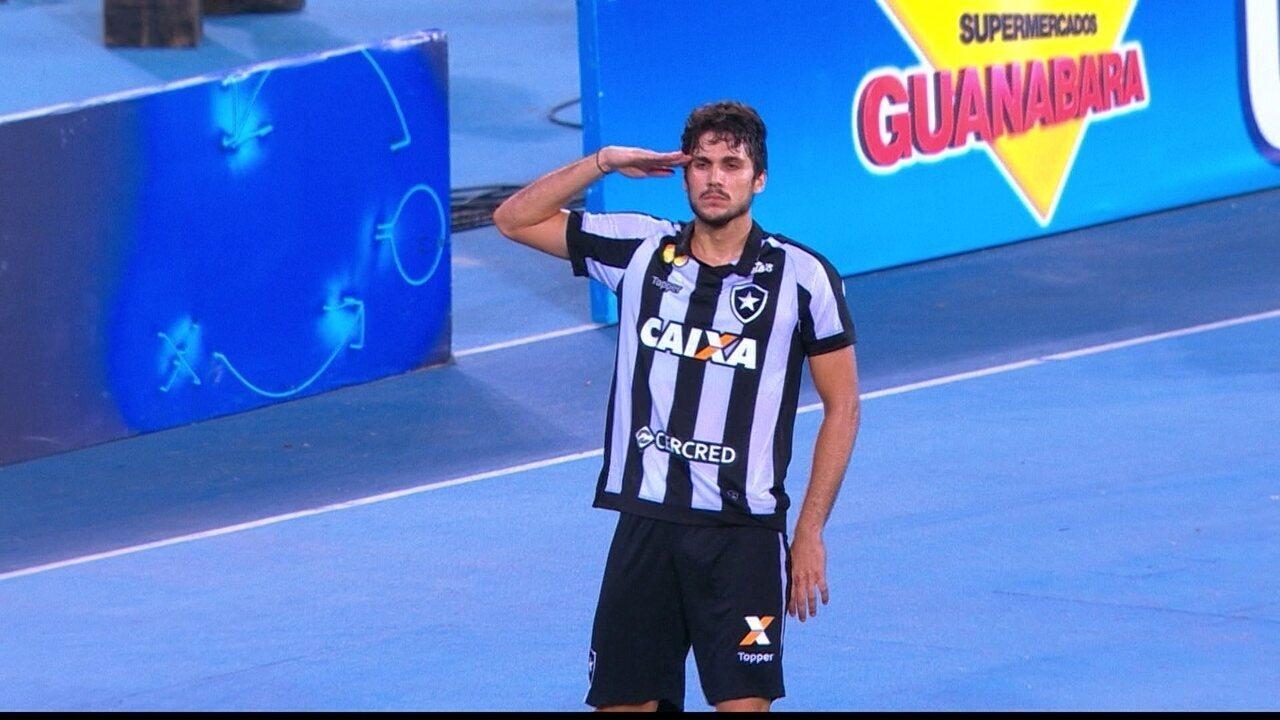 Gol do Botafogo! Igor Rabello testa certeiro e faz o terceiro aos 39 do 2º tempo
