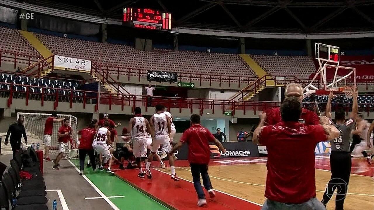 Basquete Cearense faz jogada espetacular no final da partida e vence o Bauru no NBB