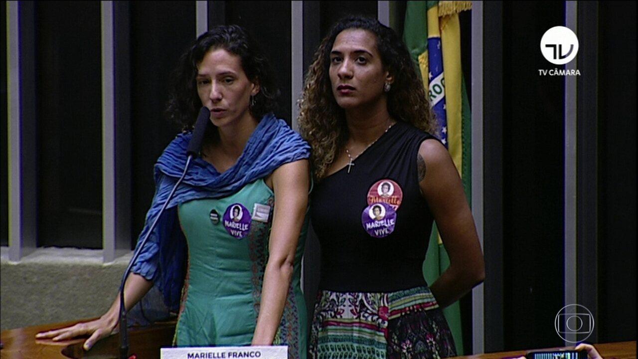 Viúva e irmã participam de sessão solene na Câmara — Marielle