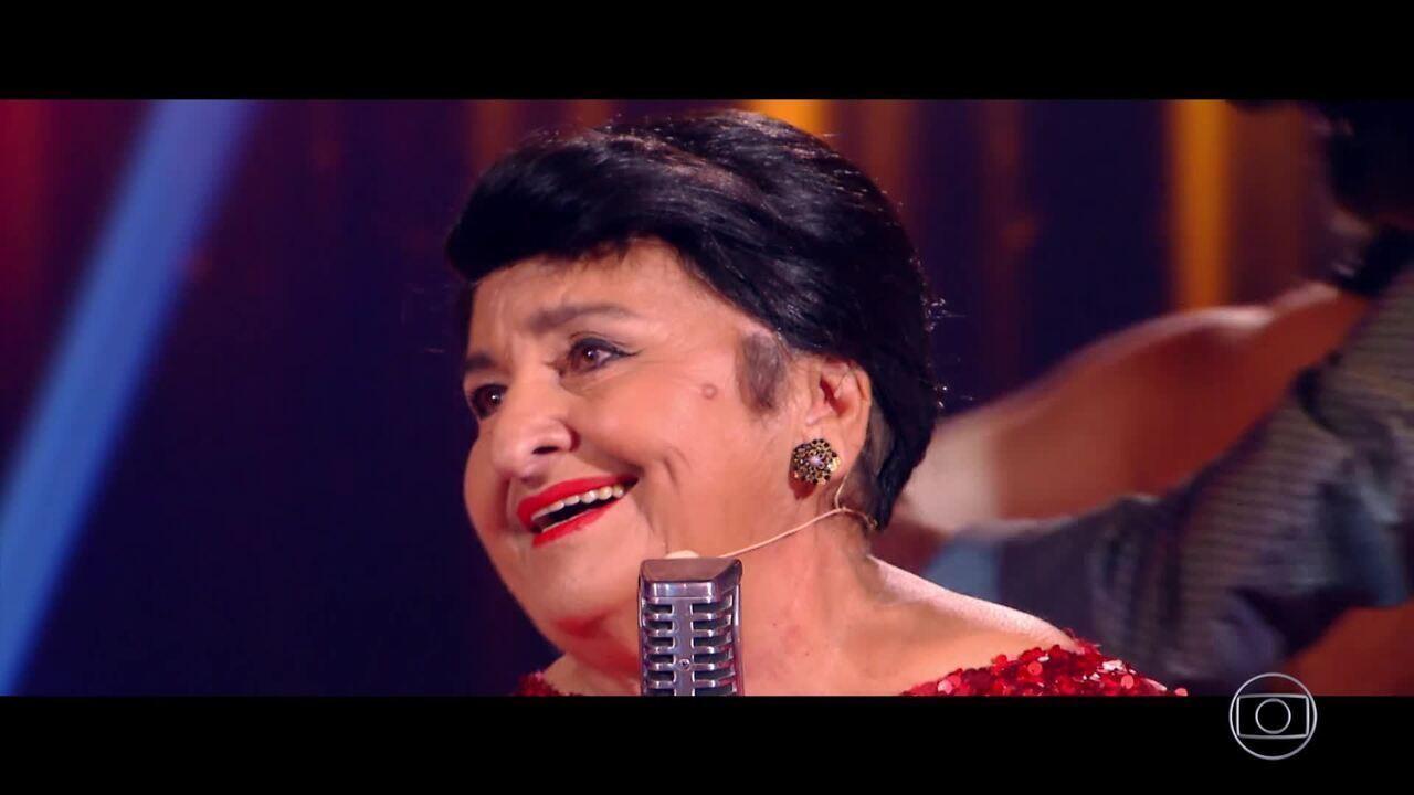 Dona Marinete interpreta 'Meu mundo caiu' de Maysa no palco do Caldeirão