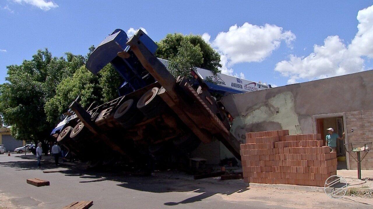 Empresa de locação de máquinas se envolve em dois acidentes em Campo Grande e832afcfcdcd4