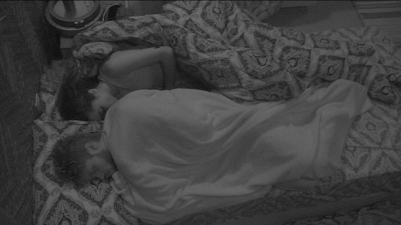 Participantes do BBB18 ainda dormem após fim da Prova do Anjo, de resistência