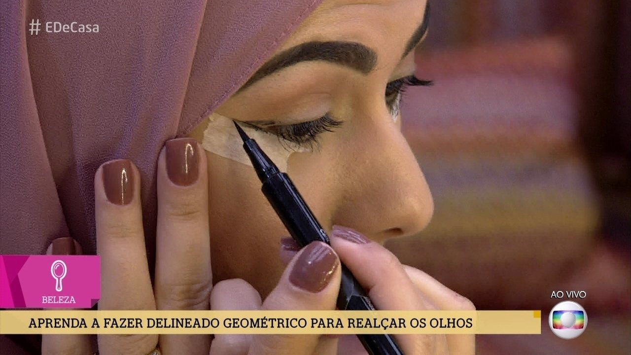 Aprenda a fazer delineado geométrico para realçar os olhos