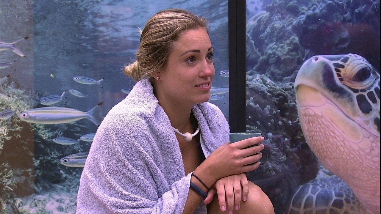 Paula e Jéssica perguntam se Kaysar está apaixonado por alguém e brother nega