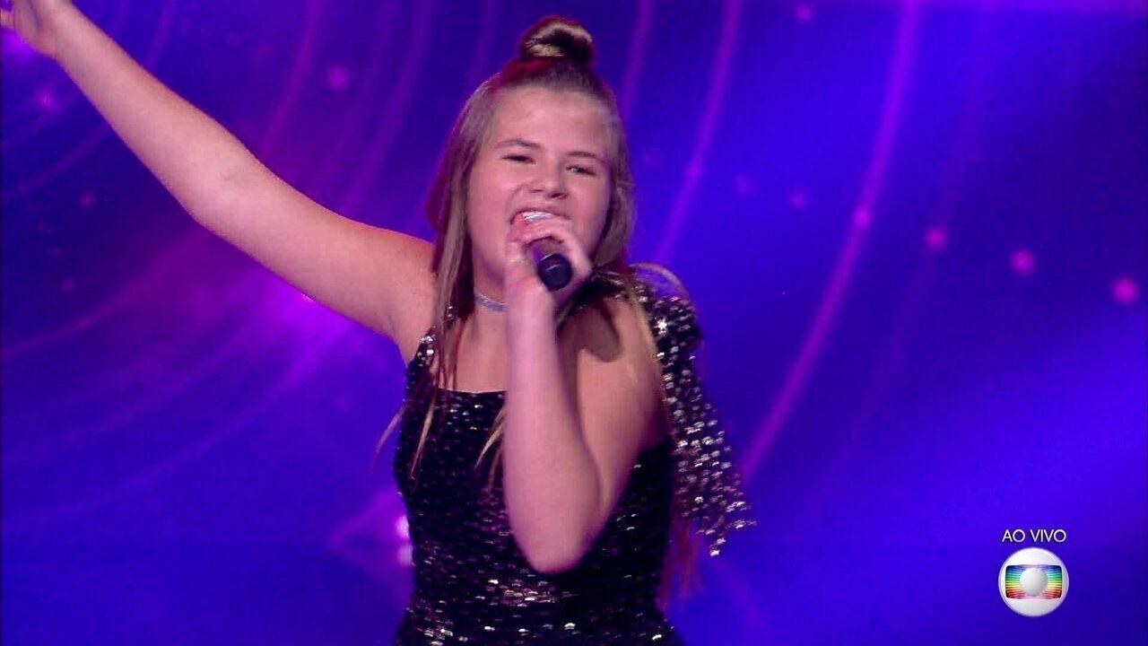 Fabiana Moneró canta 'Dancin' Days' e se classifica para a semifinal do 'The Voice Kids'