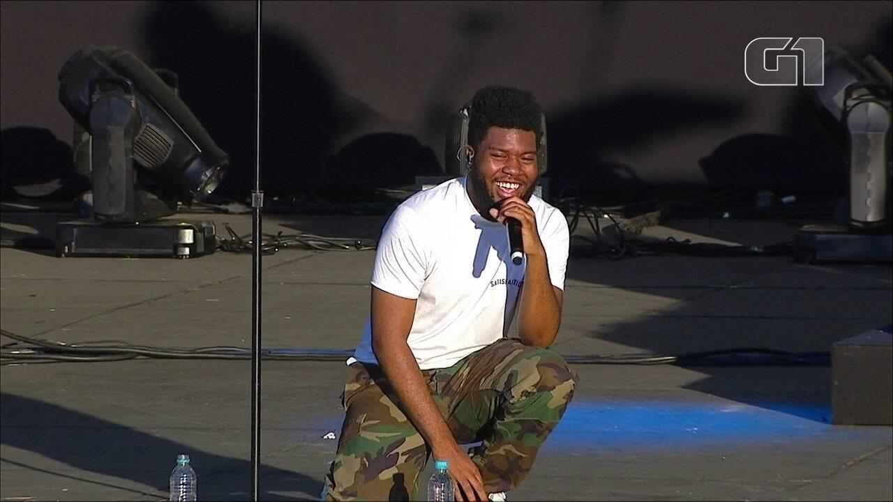 """Khalid canta """"Saved"""" no palco Ônix, no 3º dia de Lollapalooza"""