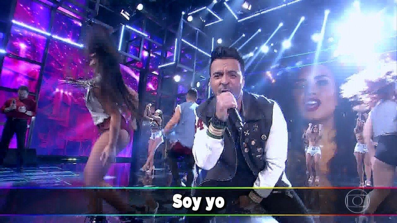 Luis Fonsi canta 'Échame La Culpa' no palco do 'Domingão'