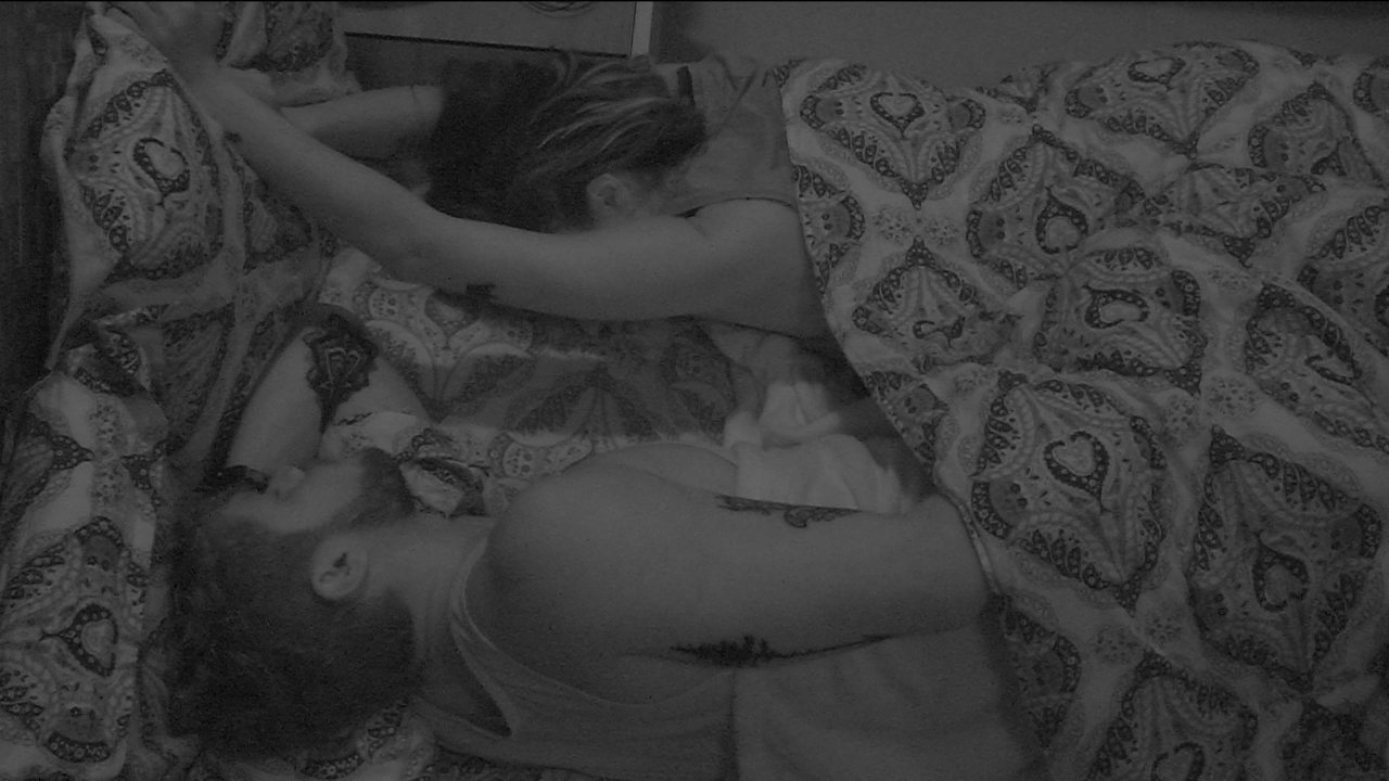 Paula alonga os braços