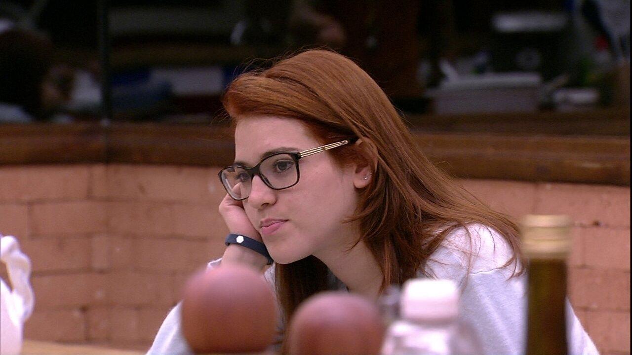 Ana Clara conta para Wagner que não consegue dormir