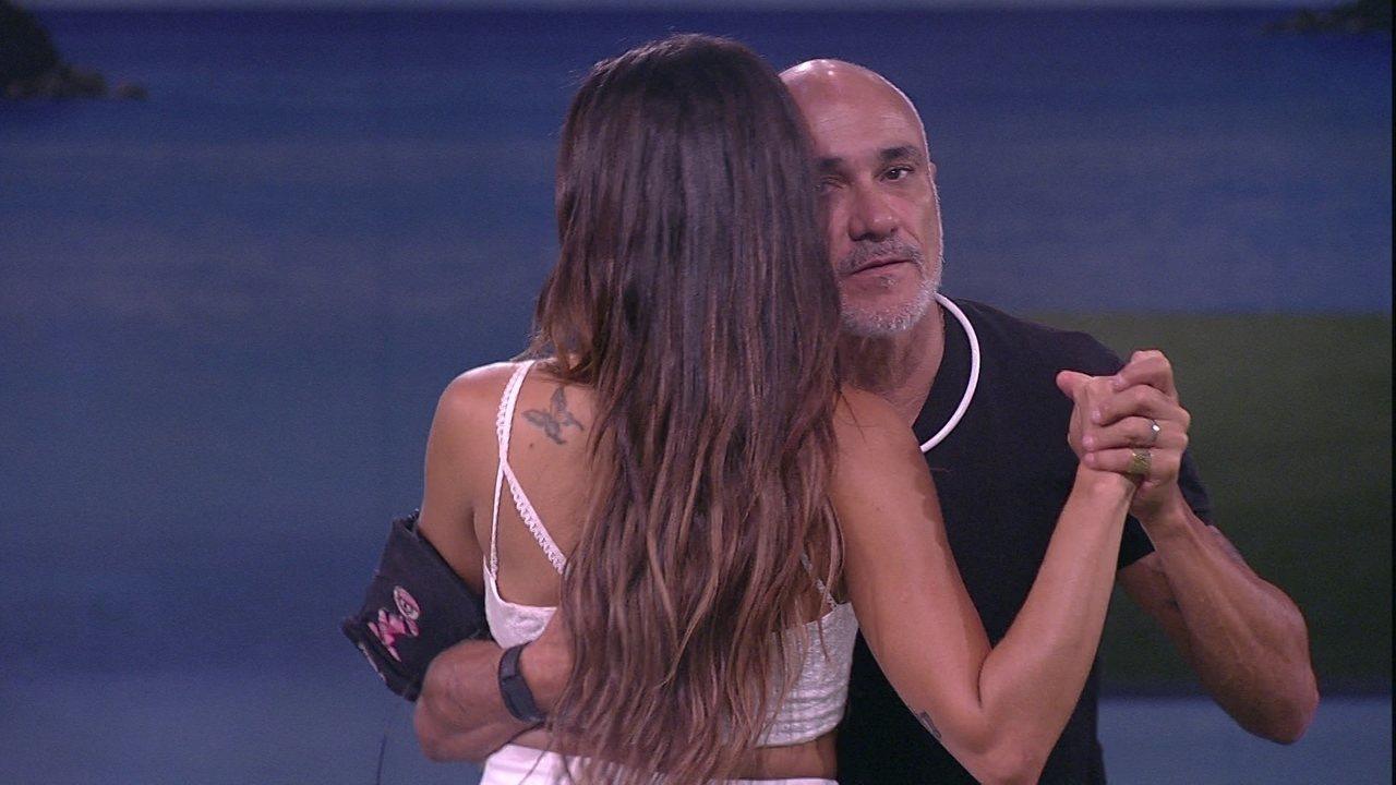 Ayrton dança com Paula e diz: 'Você se tomou uma pessoa especial para mim'