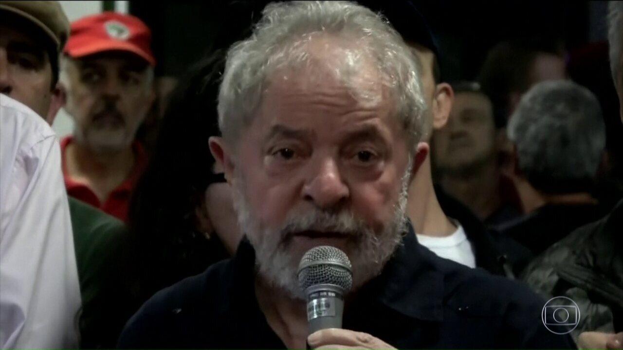 Polícia investiga ataque à caravana de Lula