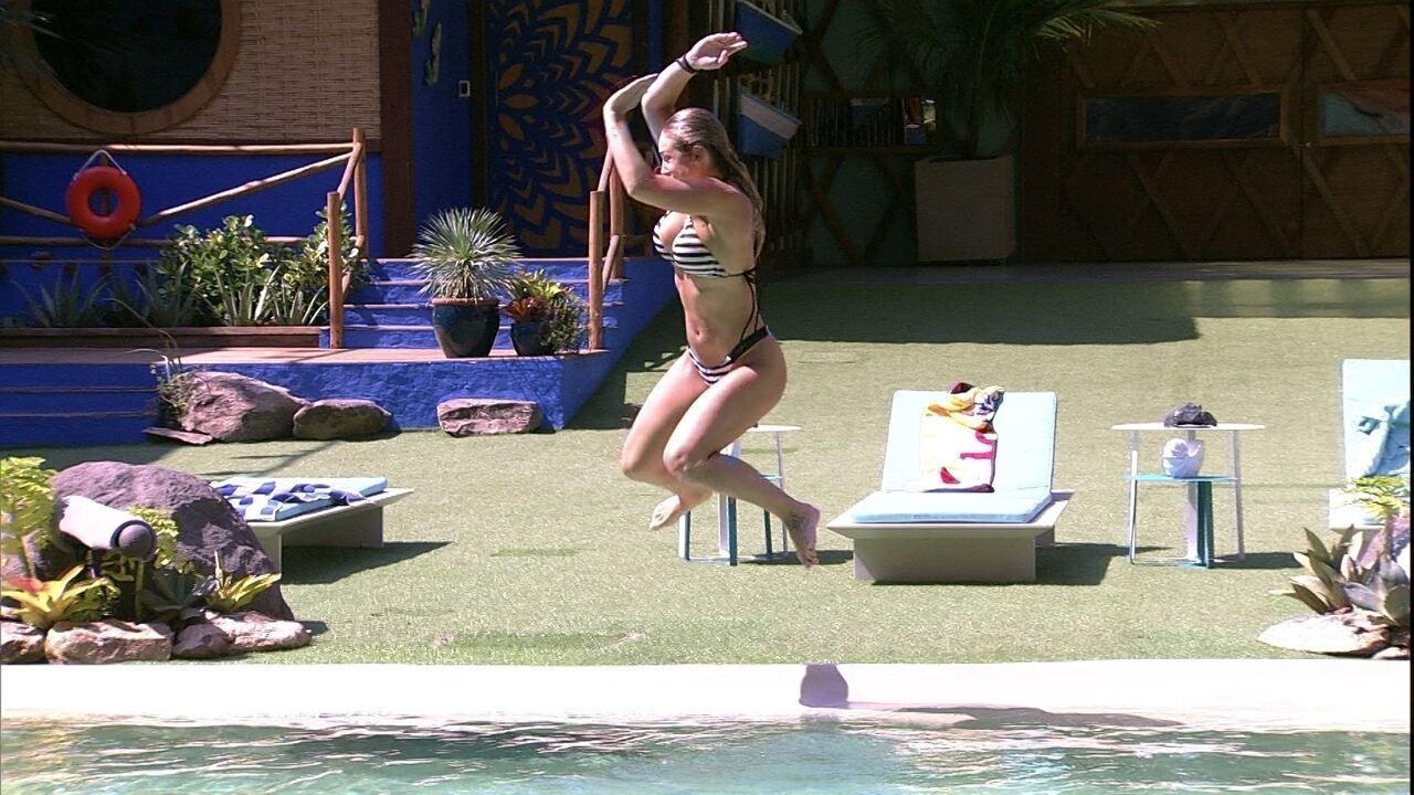 Breno brinca com salto de Jéssica: 'Expectativa e realidade'