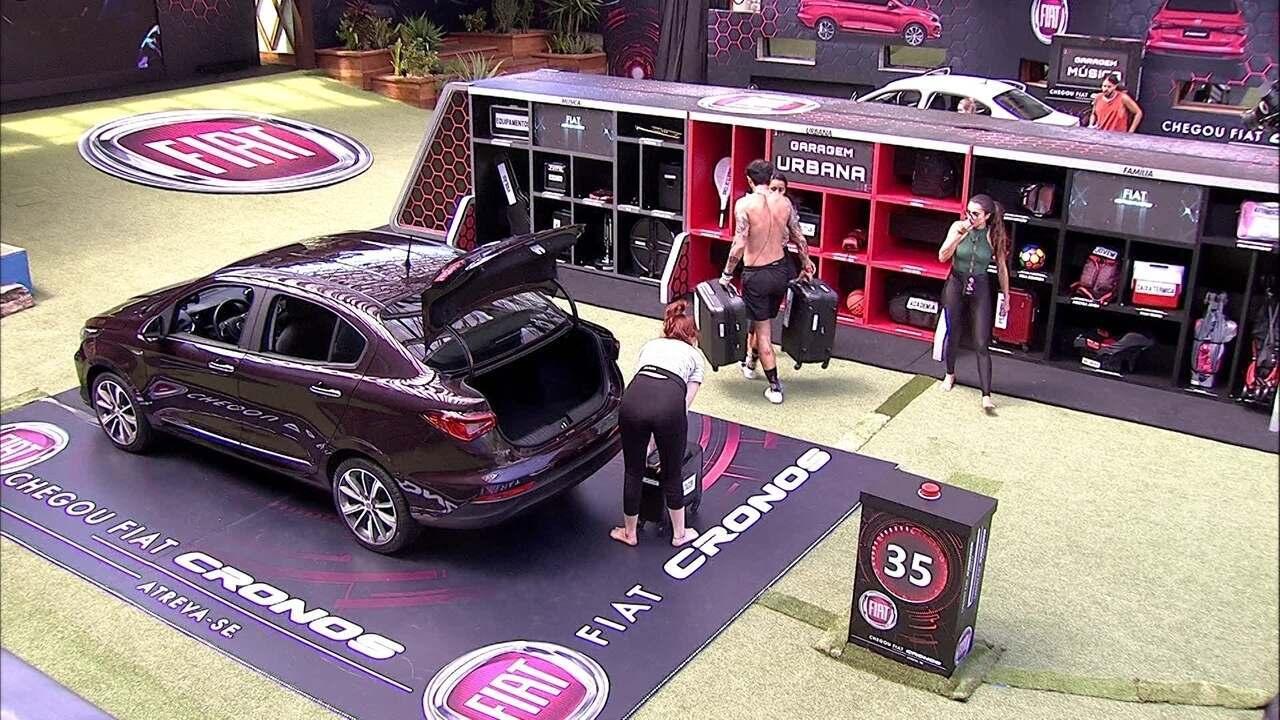 Brothers do Fiat Cronos Vermelho Marsala retornam com itens para a Garagem Urbana