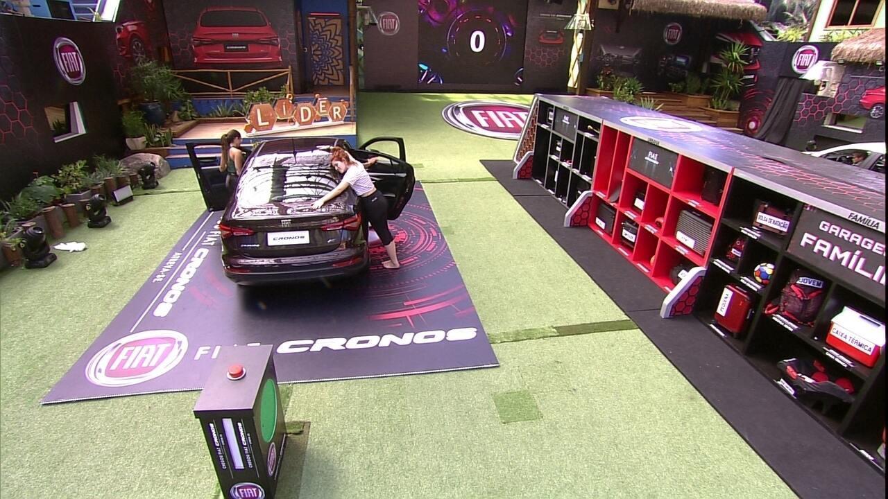 Confinados retornam com itens para Garagem Família e entram no Fiat Cronos