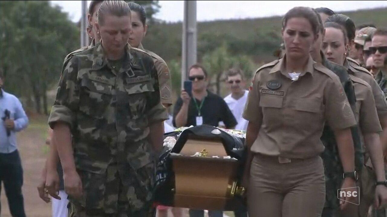 Resultado de imagem para Soldado morta no RN é enterrada em Chapecó com com honras militares feitas por mulheres