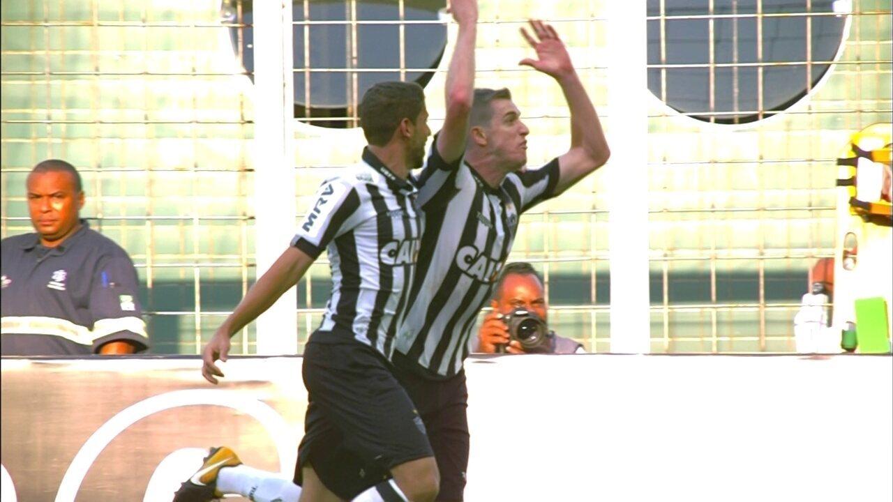 Gol do Atlético-MG! Otero cruza fechado, Adílson desvia e amplia com 41' do 1º tempo
