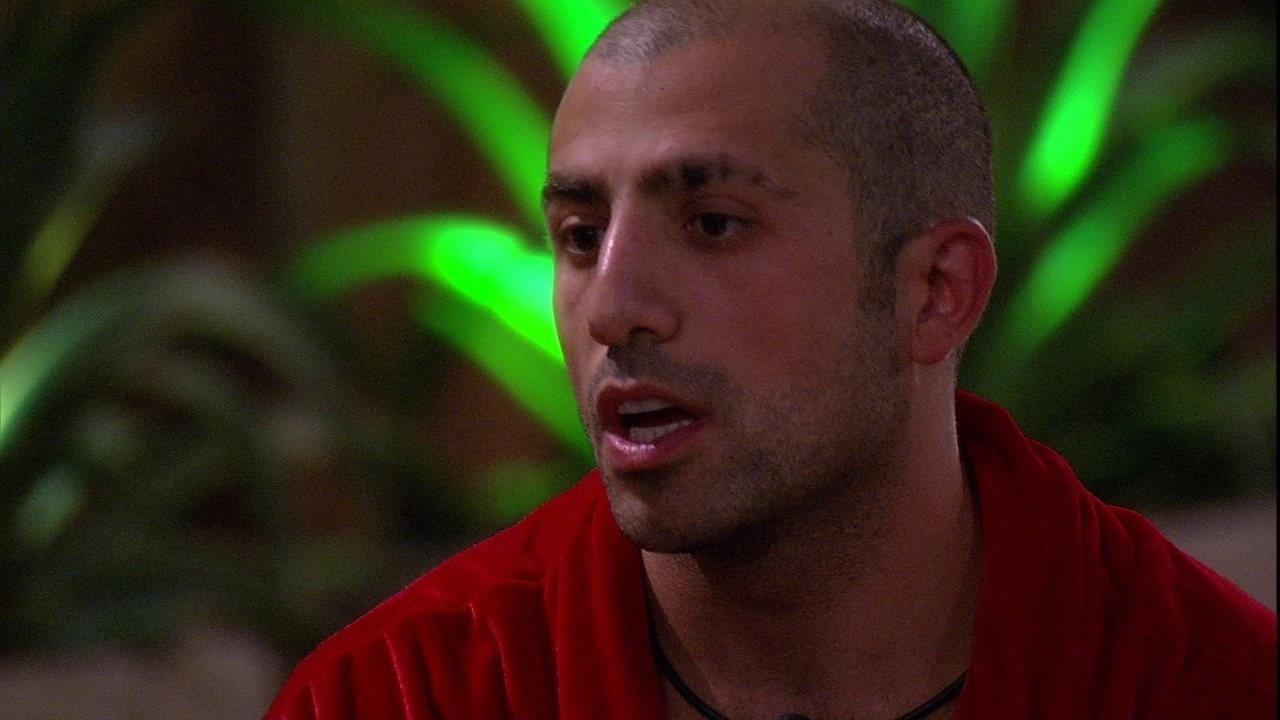 Kaysar questiona Ayrton: 'Por que você está fechado comigo?'