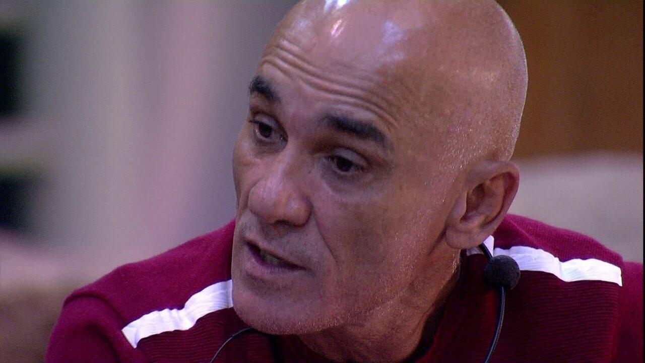 Ayrton se desculpa com Gleici: 'A gente não tem que brigar'