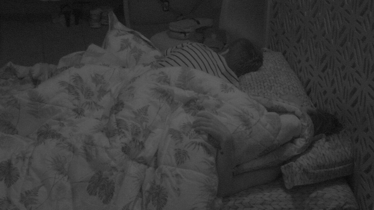 Paula e Breno seguem dormindo depois da noite de eliminação