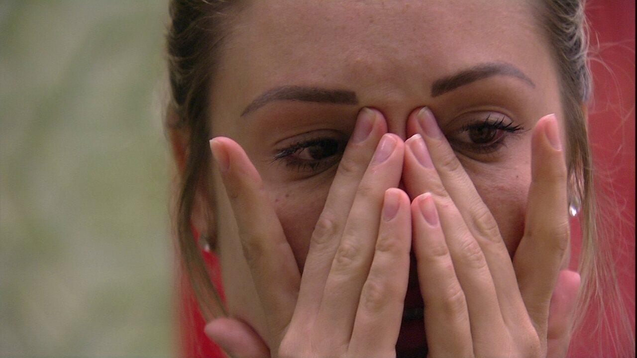 Após conversa com Ana Clara, Jéssica chora no Quarto Tropical