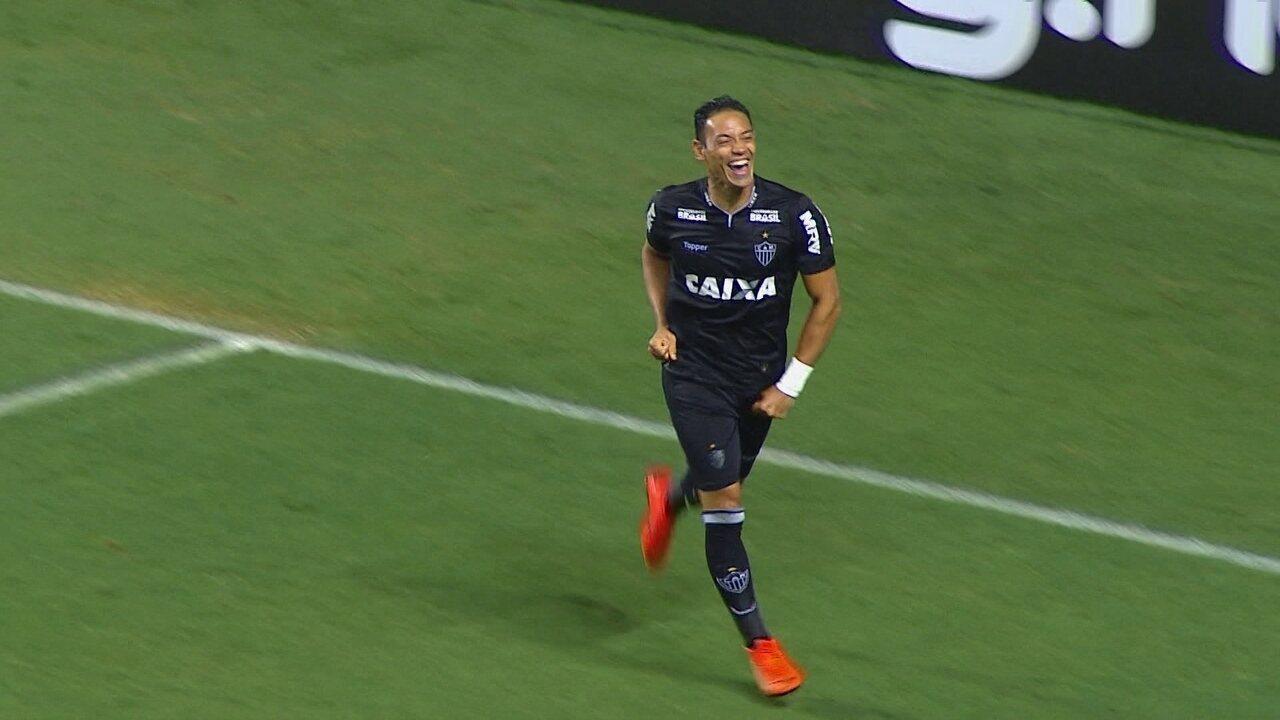 Gol do Atlético-MG! Samuel Xavier cruza e Ricardo Oliveira abre o placar, a 1 do 1º tempo