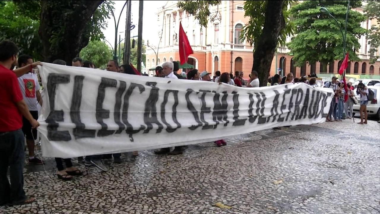 Manifestantes fazem atos de apoio a Lula em cidades pelo Brasil