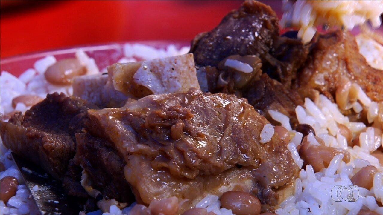 Cozinheira ensina receita de costela bovina cozida que faz sucesso em Goiânia