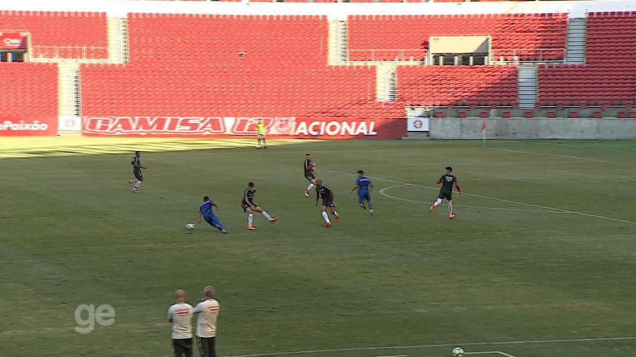 Inter pressiona saída de bola adversária em jogo-treino